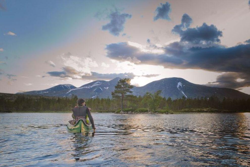 Giro in canoa nella natura selvaggia in Norvegia (foto)