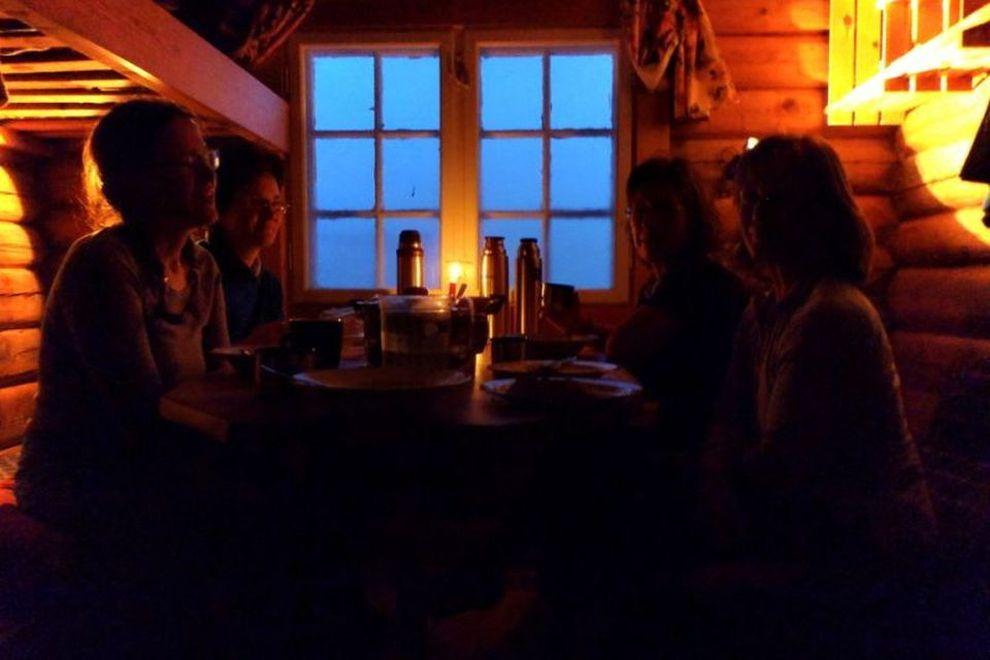 Fjellski vandring: opphold i en hytte (bilde)