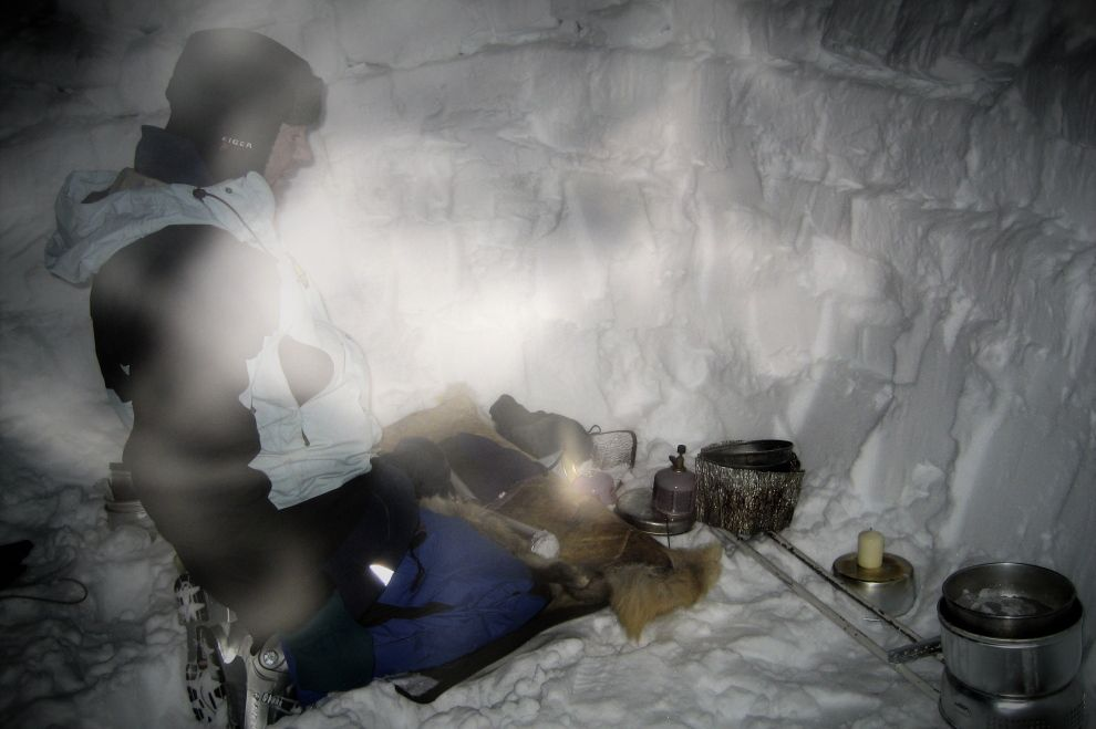 Nordic Winter Wilderness Camp: Wilderness Living in an Igloo (picture) / Winter Wildnis Camp: Wildnisleben im Iglu (Bild)