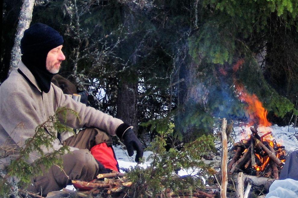 Nordic Winter Wilderness Camp: Campfire Floating on the Snow (picture) / Winter Wildnis Camp: Lagerfeuer auf dem Schnee (Bild)